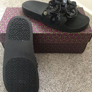 149325176 Women s Black Tory Burch Sandals